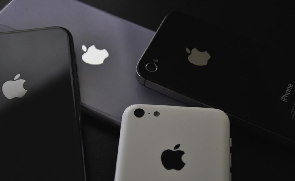 Apple smartphone companies